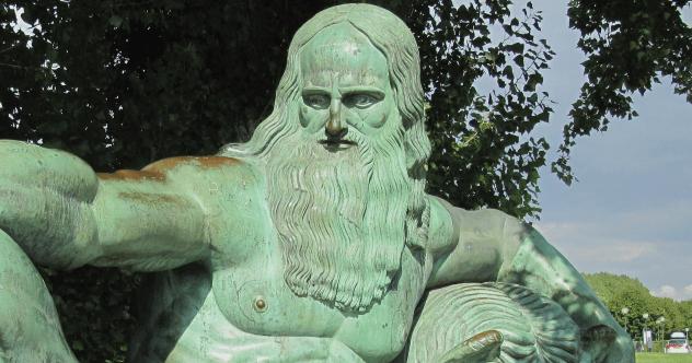 Relaxing da Vinci Statue Featured