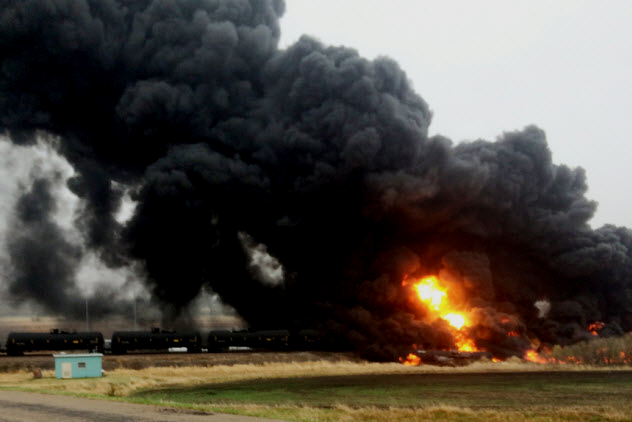 1a-north-dakota-oil-car-derailment