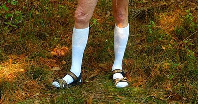 1-socks-with-sandals