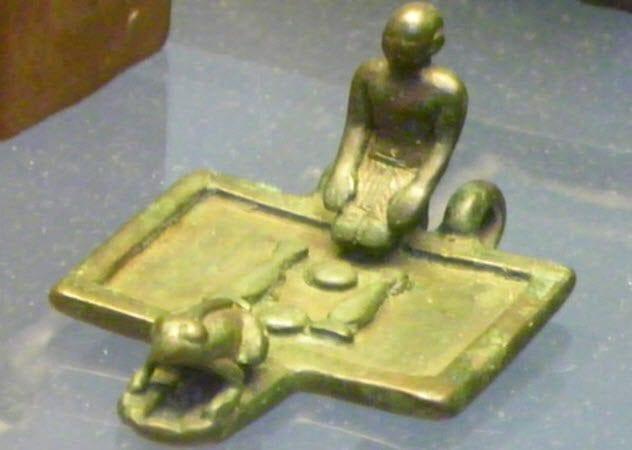 10-priest-offering-ritual