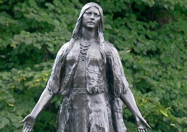 3-pocahontas-gravesite-statue