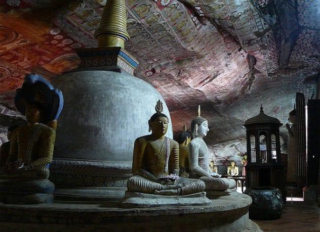 golden-temple-of-dambulla