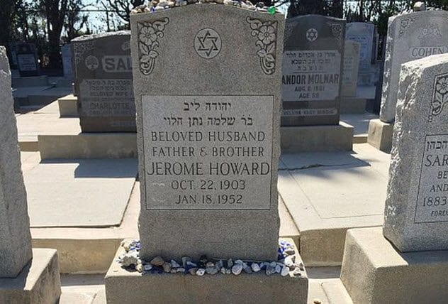 Three Stooges 1-curly-howard-grave