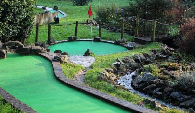 2c-mini-golf-529994835