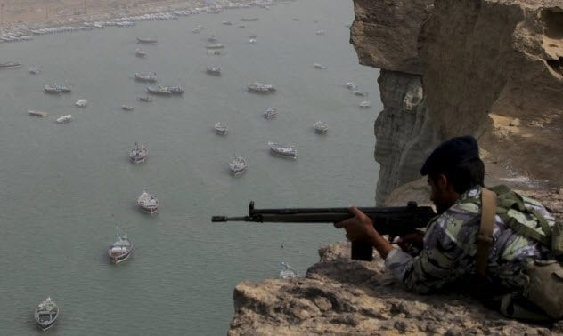 8-iranian-soldier-guarding-strait-of-hormuz