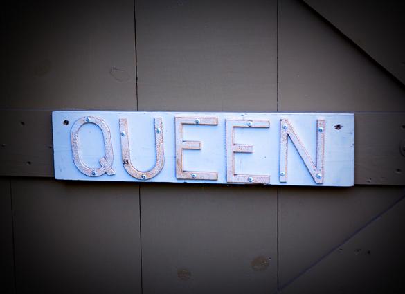 Queen sign
