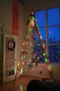 simplest-ever-christmas-tree-absolutely-fun-and-adorable-creative-decor-holiday-decor-ladder