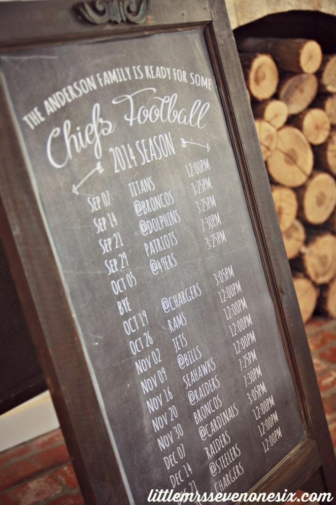 LM716 Football chalkboard