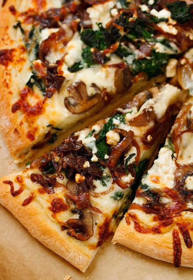 Caramelized-Onion-Feta-and-Spinach-Pizza-with-White-Sauce-5