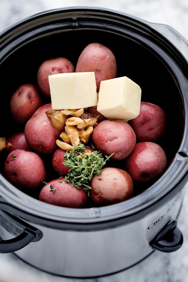 Roasted Garlic Mashed Potatoes {Slow Cooker}