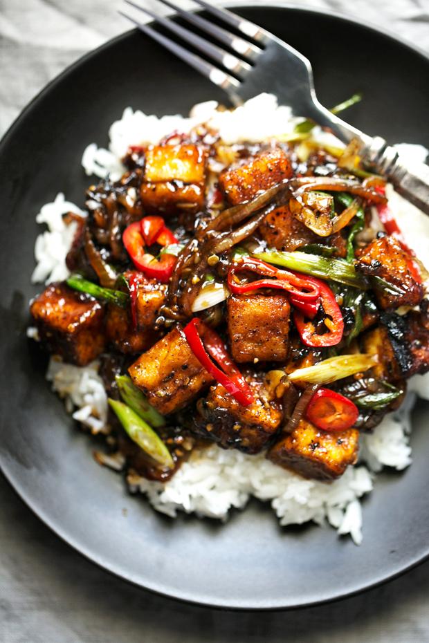 Tofu Stir Fry - A quick vegan dinner made with crispy pan-fried tofu ...