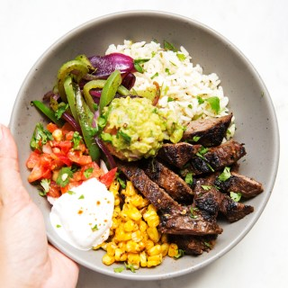 Steak-Fajita-Bowls-with-Garlic-Lime-Rice-4