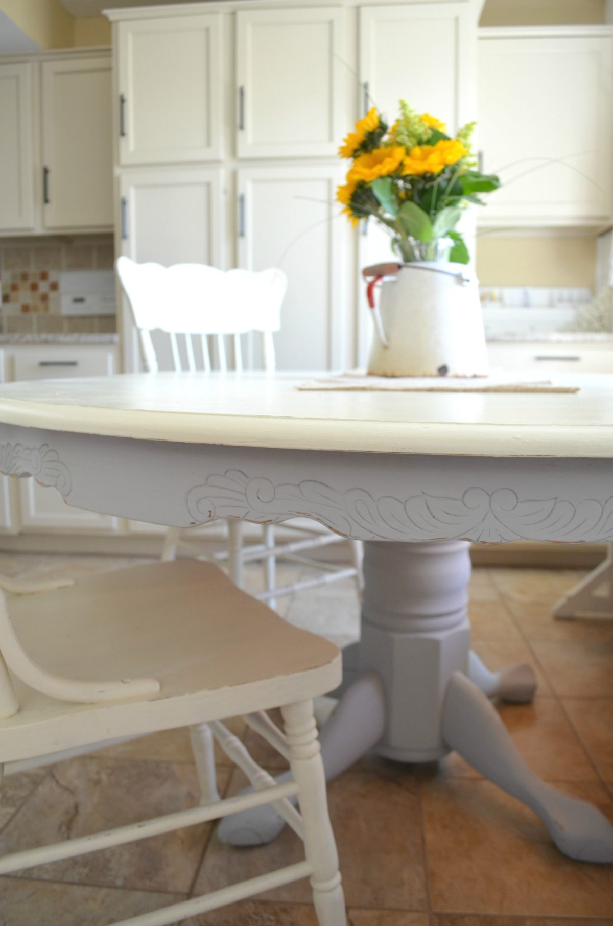chalk paint dining table makeover refinish kitchen table DIY Chalk Painted Farmhouse Style Table
