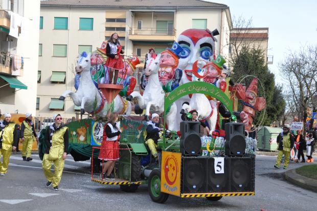 Carnevale 2017, sfilata dei carri a Marghera: una
