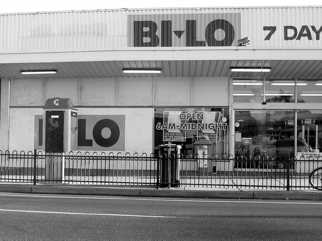 Light Shop Anzac Highway Bored Near Bi Lo The Lights On Henley Beach Rd And Holbroo Flickr