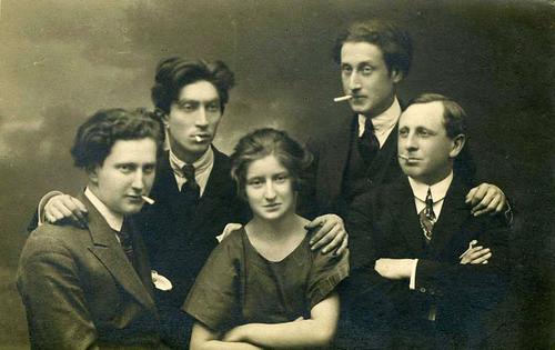 iosif-ross-benjamin-fundoianu-fondane-rodica-wechsler-sister-of-b-f-filip-brunea-fox-et-siegfried-kracauer-jassy-1916-1917-nd-studio