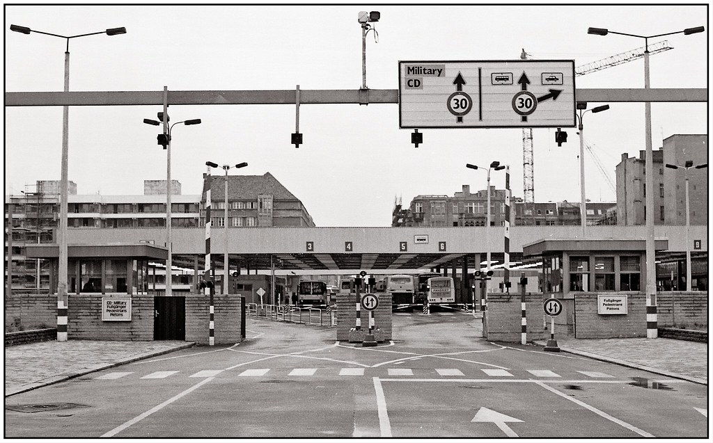 Bilder Von Berlin Checkpoint Charlie | Berlin Am 8.10.1986 Checkpoint