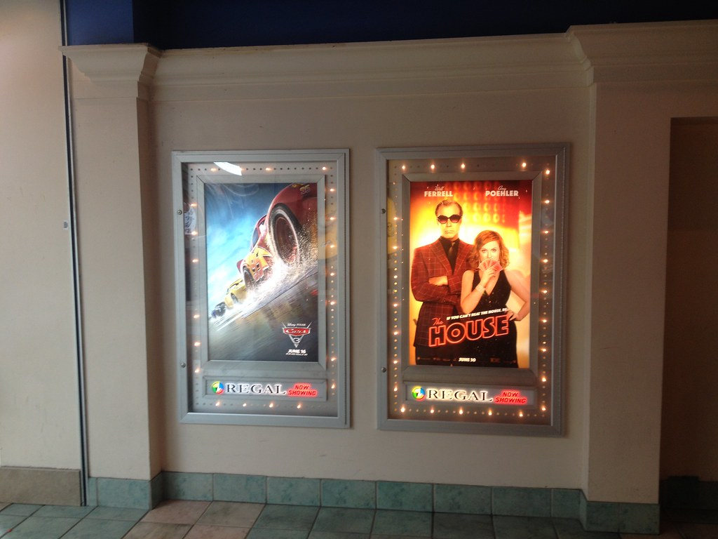 Regal Led Panel Regal Cinemas Cinebarre West Town Mall 9 Poster Cases Flickr