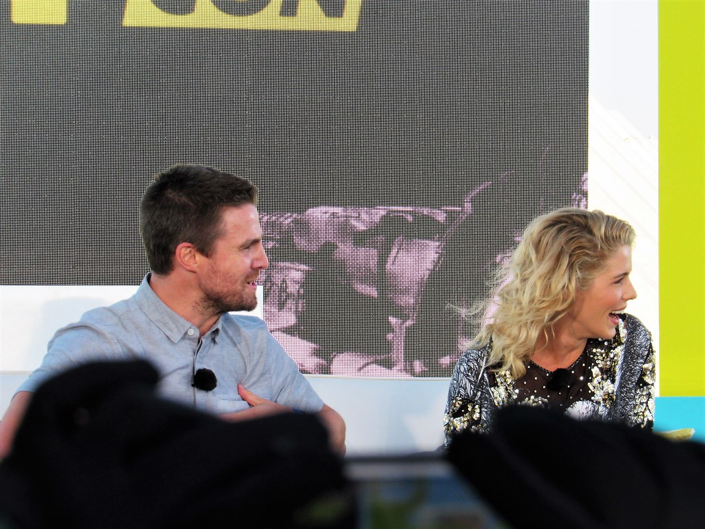 Bett Comic Stephen Amell Emily Bett Rickards Syfy Live From Comic Flickr