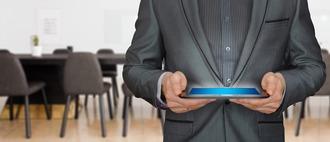 コピー代230万円無駄だった タブレット端末使用のペーパーレス会議システムの効果てきめん