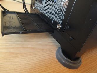 PCケース本体を壁の傍に設置していて引き出すスペースの無い人は  フィルター掃除する度に本体を移動してるの?