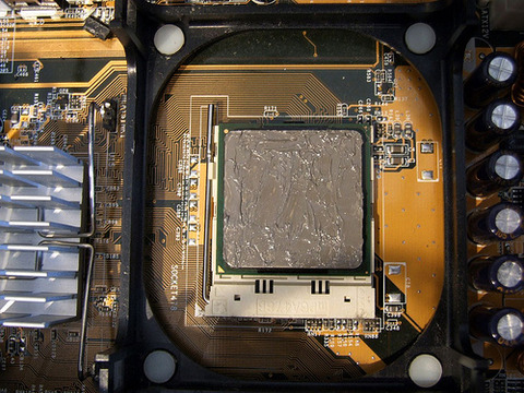 CPUとクーラーの接触面はどうやって綺麗にしてる?