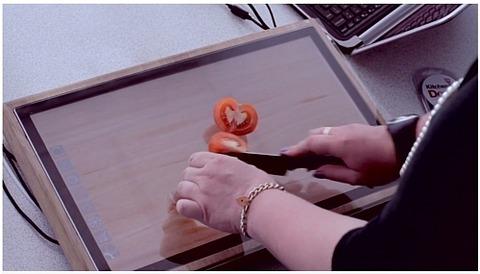 シャープ、まな板タブレット「Chop-Syc」を発表。強化ガラスで包丁でも傷つかない!