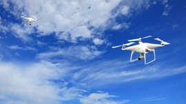 ドローンで荷物配送 監視がなくても飛行できるなど新たな飛行ルール策定へ