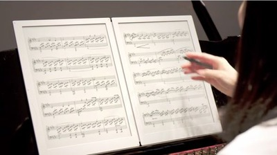 世界初、2画面電子ペーパーを用いた電子楽譜専用端末「GVIDO」 楽譜同様の大画面と重さを実現