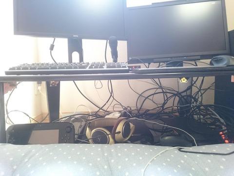 PC周りの配線ごちゃごちゃしすぎて気になる