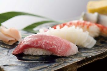 お前ら握り寿司の通な食べ方知ってる?知らないと恥かくぞ m9っ`Д´) ビシッ!!