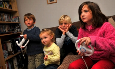 Children-playing-on-Wii-c-008