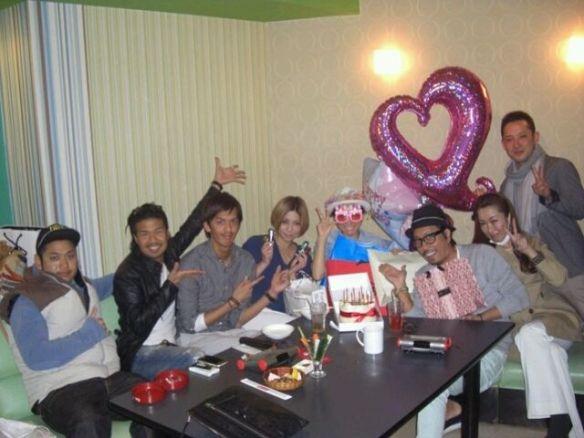 加藤茶の嫁 綾菜さん 旦那がロケで留守中に25歳の誕生日パーティーで盛り上がる