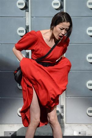 【画像】宮沢りえ、舞台稽古でパンツを脱ぐ熱演wwww