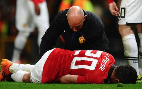 ファンペルシー、左膝負傷で6週間離脱