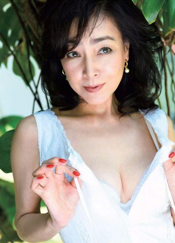 柏原芳恵(51)中年女性好きにはたまらん完熟グラビア☆☆【エロ画像】