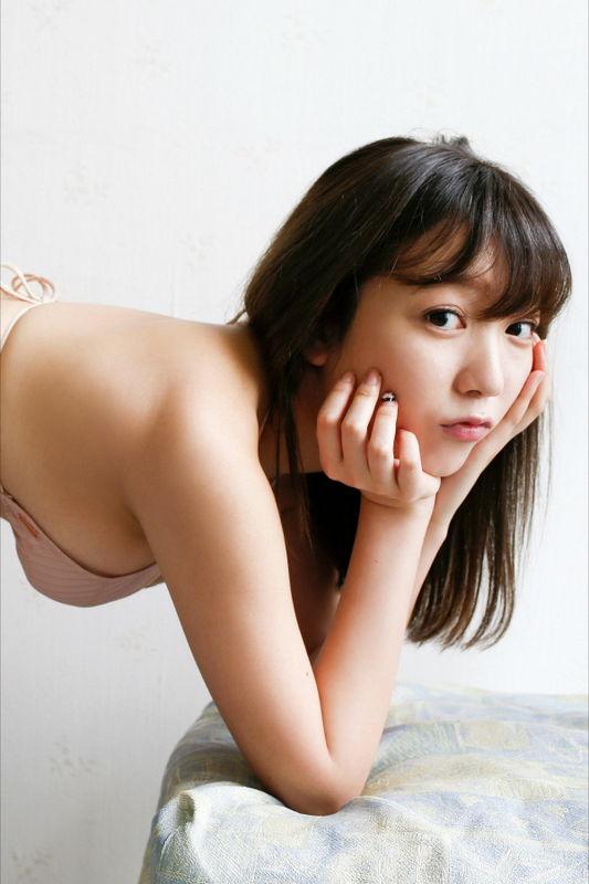 京佳(18)の相変わらず爆乳な水着グラビアが抜ける!!!!【エロ画像】