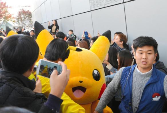 韓国人「日本人うぜぇ!!」→韓国でピカチュウに数千人殺到→韓国人「日韓関係は冷え込んでいるのは政治の世界だけ。日本大好きです」