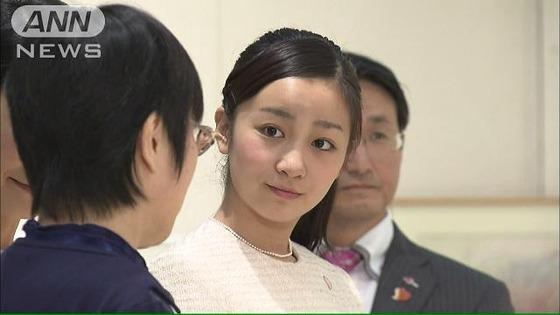 佳子さま、熱狂的な皇室ファンの声援におもわず噴き出すwwwwww[画像・動画あり]