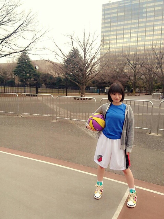 朝長美桜、バスケやるのにボールを3つも持ってるんだけど...これは反則ですわwwww【画像あり】