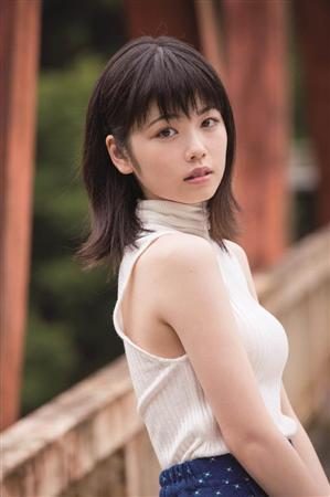 女優・小芝風花(18)、初写真集でスクール水着やビキニ挑戦「今までにない姿」