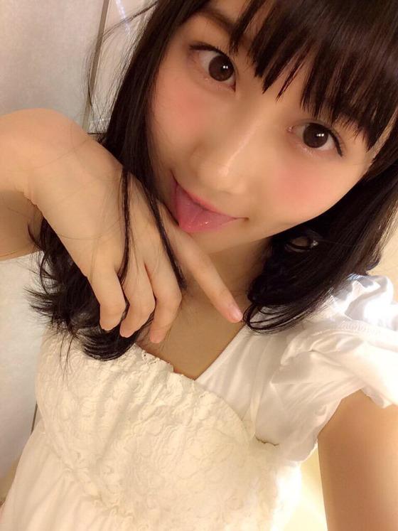 矢倉楓子、男を品定めする様ないやらしくエロ可愛い小悪魔顔を披露!