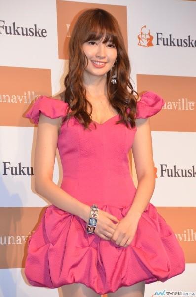 【AKB48】小嶋陽菜 セクシー・ストッキングでエロエロ美脚披露 「足にはこだわりたい」 (画像あり)
