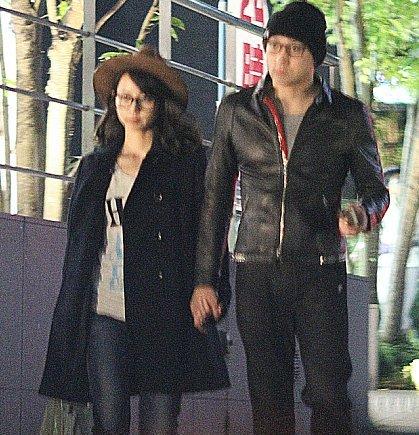 堀北真希と山本耕史夫妻、密着手つなぎの2ショットきたぁああ!!【画像あり】