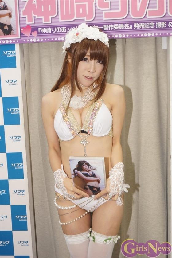 【ソフマップ】コスプレーヤー神崎りのあ、初めてのスク水に挑戦!【画像あり】