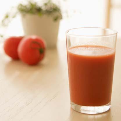 トマトジュースってなぁ?塩入れると旨いんだぜ?