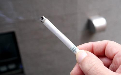 ぼく「なんでタバコ吸うの?」 喫煙者「かっこいいから」 ←はあ?w