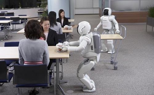 最近ロボットとか兵器で「人型の意味なんてねーよ」って意見減ったよな