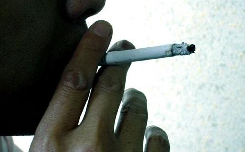 喫煙者=歩く公害だよなwwwwwww