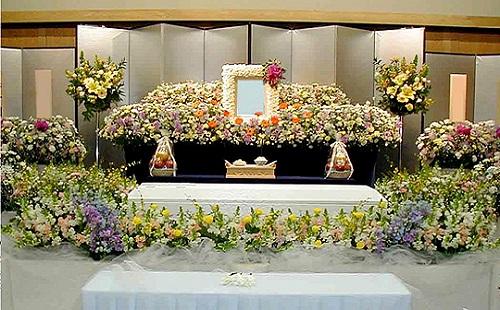 今日葬式で坊さんがシンバルたたき出してワロタwwwwww